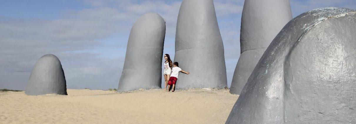 Punta-del-Este-Hand-im-Sand-Tipps