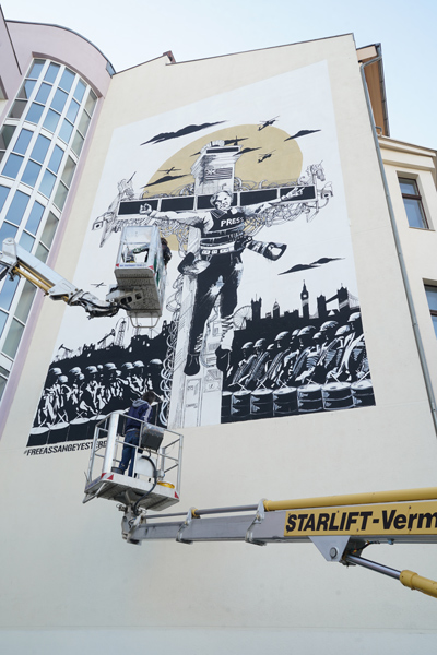 Collateral_Crucifixion_Berlin_Julian_Assange_Mural_Grundrechte_A7309992