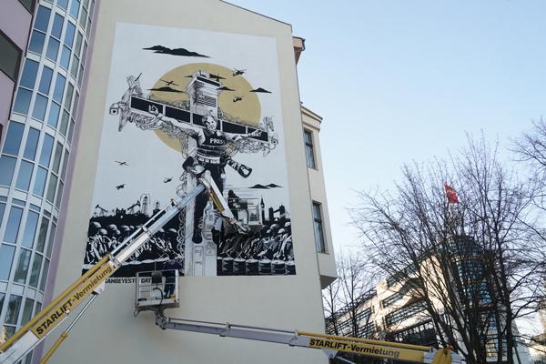 Collateral_Crucifixion_Berlin_Julian_Assange_Mural_Grundrechte_A7309992
