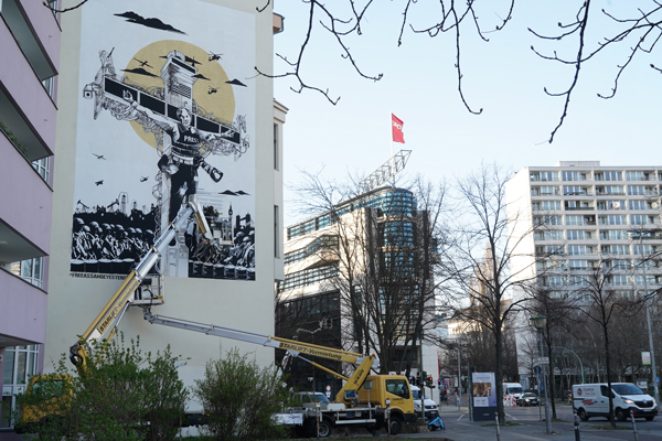 Collateral_Crucifixion_Berlin_Julian_Assange_Mural_Street_Art_Berlin_Captain_Borderline