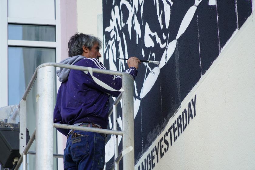 Collateral_Crucifixion_Berlin_Julian_Assange_Mural_Street_Art_Berlin_Captain_Borderline_04