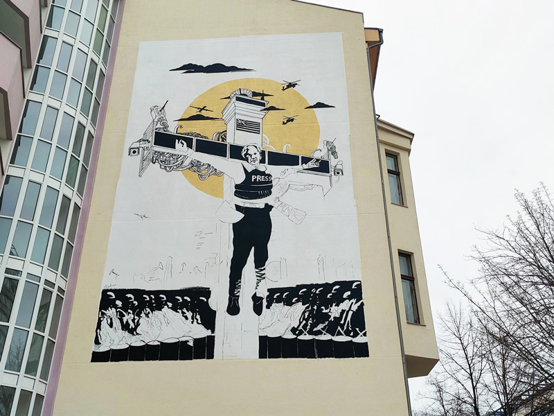 Collateral_Crucifixion_Berlin_Julian_Assange_Mural_Street_Art_Berlin_Captain_Borderline_07